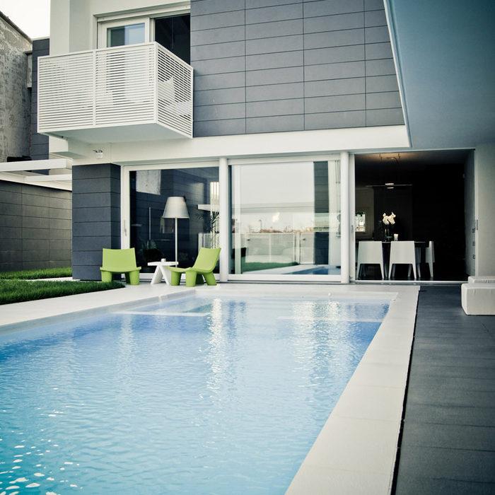 Villa con piscina a Costabissara - giardino esterno con piscina privata