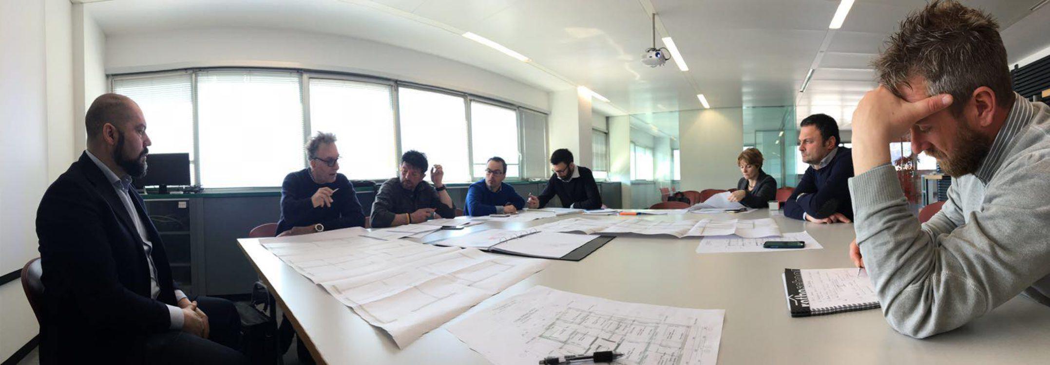 Momento di confronto del Team Pozza in fase di progettazione